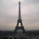 パリはゴミの街⁈花の都のはずが、タバコ吸殻、犬の落し物だらけとは⁈